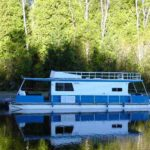 35' houseboat exterior